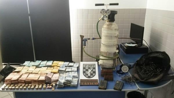 Polícia recupera dinheiro de assalto a banco em Papanduva