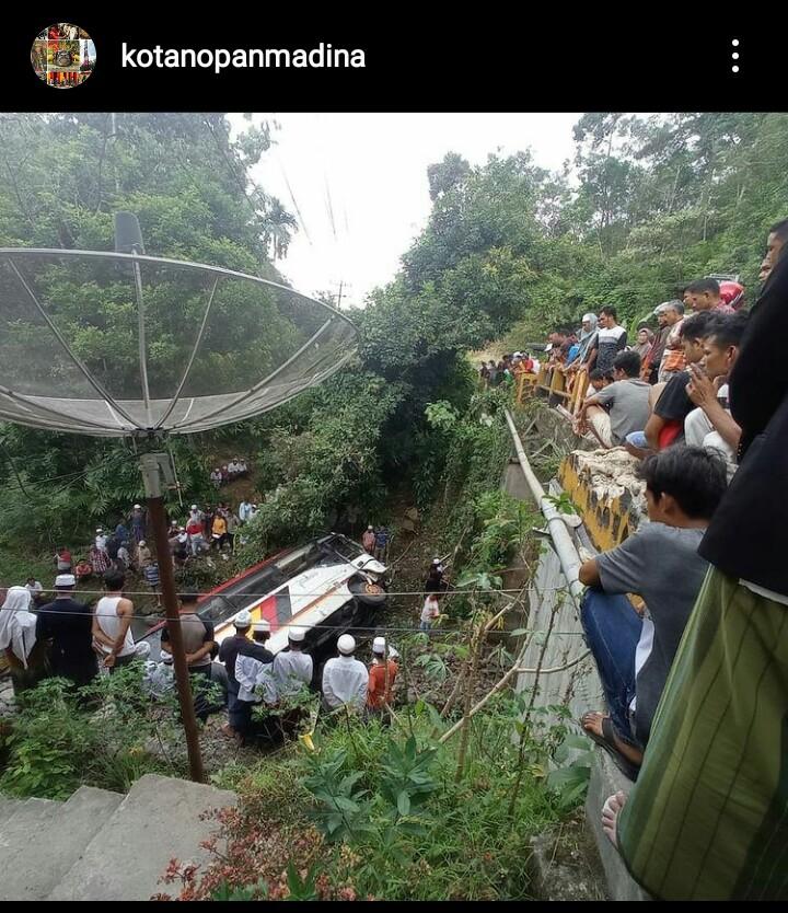 Nama-Nama Korban Kecelakaan Bus Rombongan Pejabat Kabupaten Agam Yang Jatuh Kedalam Jurang Di Sumatera Utara