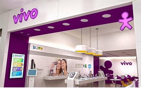 """Depois de meses de estudos para a escolha do nome, a marca VIVO """"invadiu"""" o Brasil  de norte a sul. Foi uma enorme operação que envolveu shows e eventos nos ... ffbcf2b1b7"""