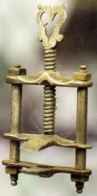 ادوات طبيب الاسنان من الماضي
