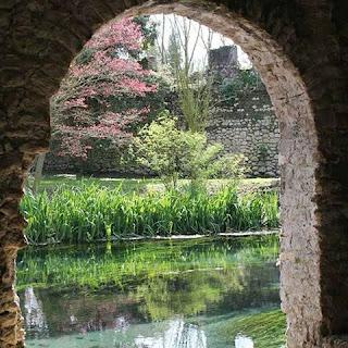 corso d'acqua del giardino di Ninfa