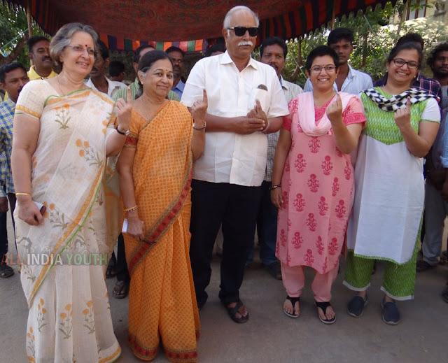 Pusapati Ashok Gajapathi Raju with his family