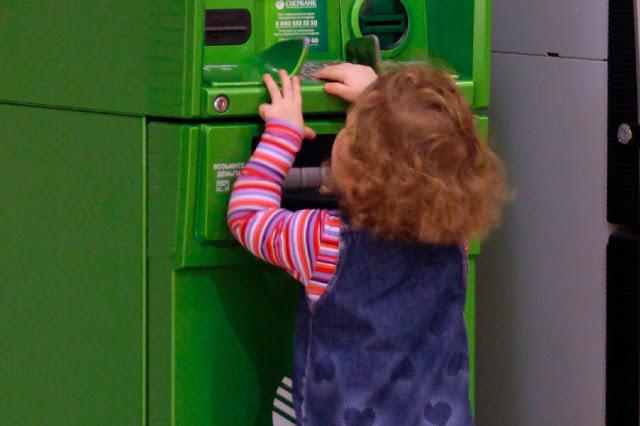 Снимать деньги из банкоматов можно будет без пластиковых карт