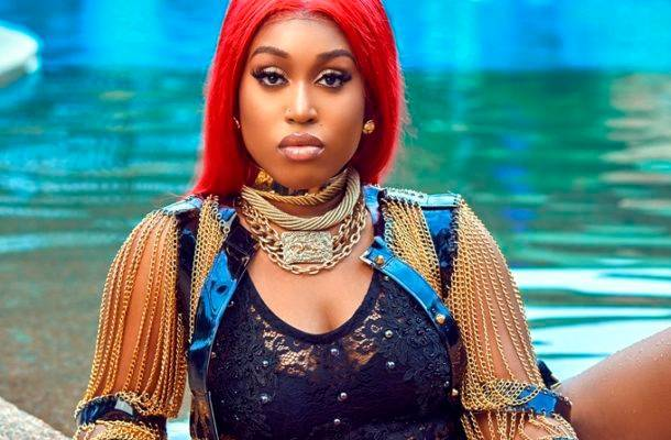 I want a footballer with private jet, Bently or Lamborghini to date - Fantana