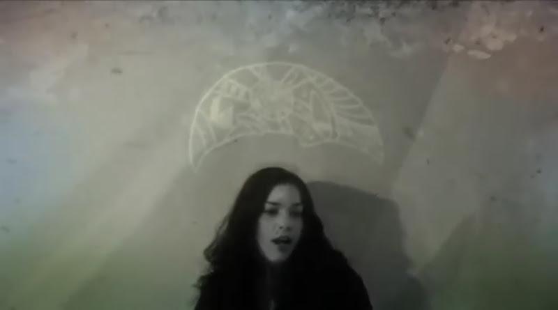 Bárbara Llanes - ¨Ya estoy alegre y tranquila¨ - Videoclip - Dirección: Marcel Beltrán. Portal Del Vídeo Clip Cubano - 04