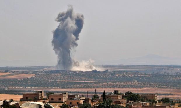 Les rebelles se retirent dans une ville syrienne clé à mesure que les troupes pro-Assad avancent