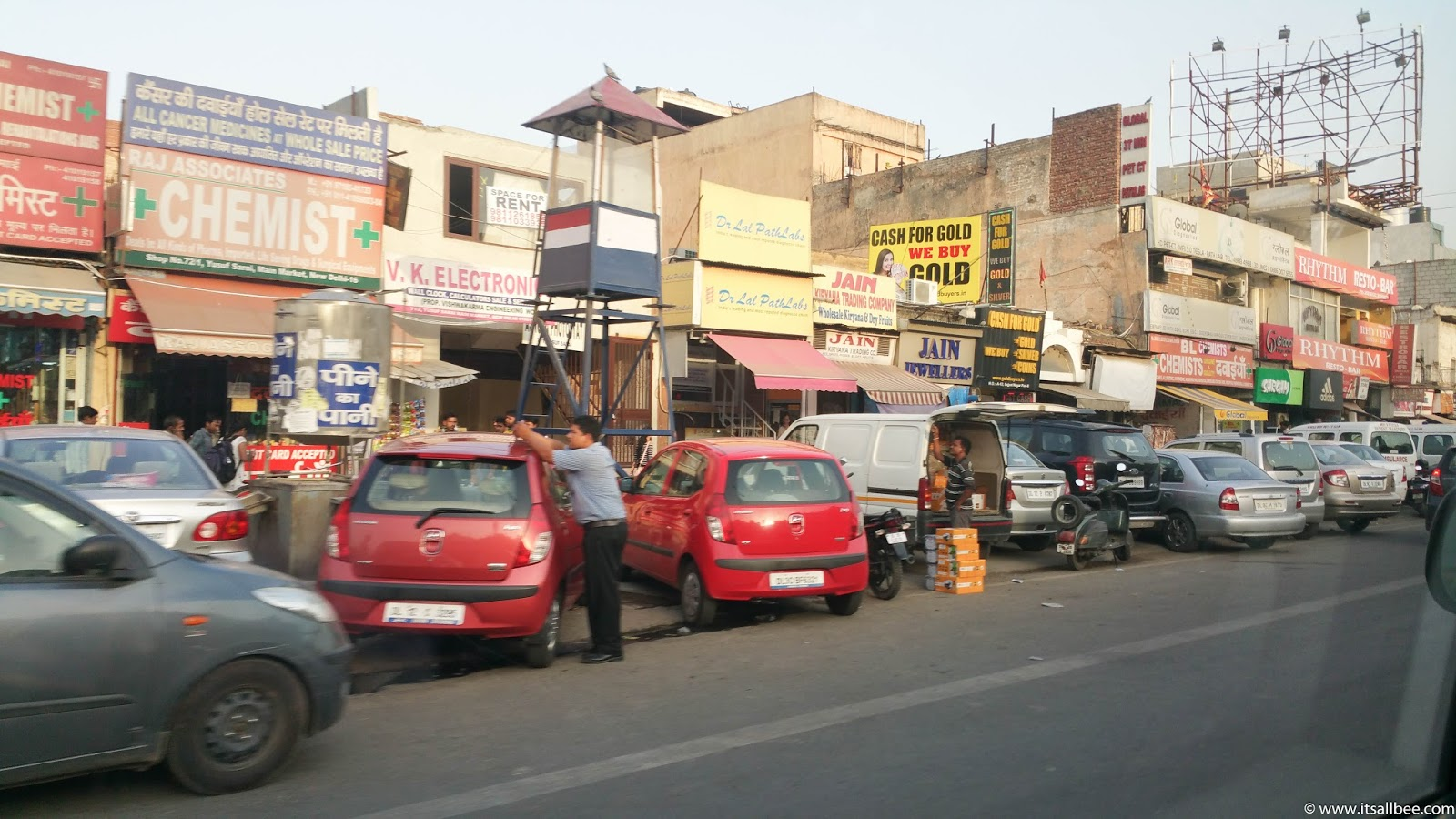 India - places to visit in Delhi for shopping - The Streets