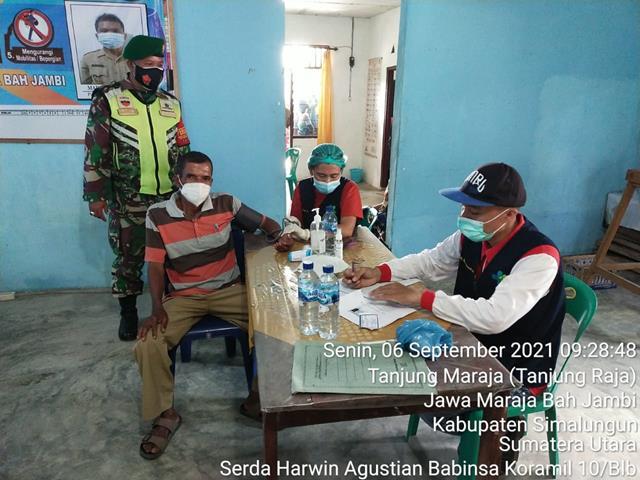 Di Puskesmas Jawa Maraja Pelaksanaan Vaksin  Dosis Pertama Didampingi Oleh Personel Jajaran Kodim 0207/Simalungun