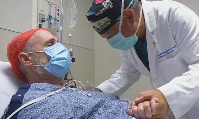 Paciente se entrega a Jesus após receber oração de médico em cirurgia