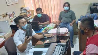 RF sedang diinterogasi penyidik Polsek Bukit Raya