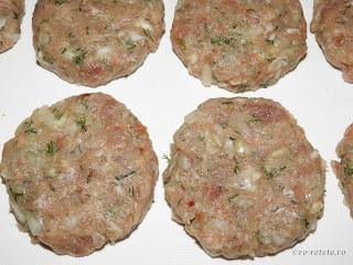 Chiftele reteta de casa cu carne tocata de porc ceapa usturoi paine sare piper boia marar retete culinare chiftelute parjoale tocaturi,