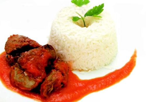 Hígado en salsa de tomate