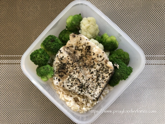 Sunday Shutter Delights | Baon Lunch: Steamed Salmon and Broccoli