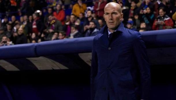 زيدان يعطي الضوء الأخضر لرحيل ثنائي ريال مدريد في يناير
