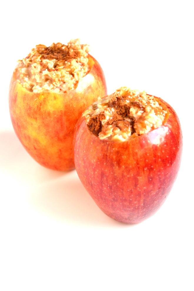Brown Sugar Oatmeal Baked Apples are the perfect warm and filling breakfast! They taste like dessert but are healthy enough to eat anytime. www.nutritionistreviews.com