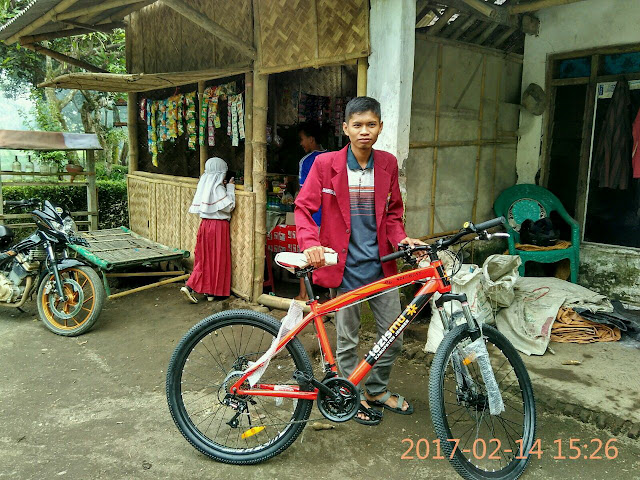 Sutarman, Sekretaris DPC. IMM Jember turut serta dalam kegiatan penyerahan Sepeda Pelajar Dhuafa