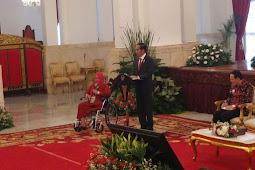 Ceritakan Penyakit Tumornya, Ibu Ini Menangis di Hadapan Presiden Jokowi