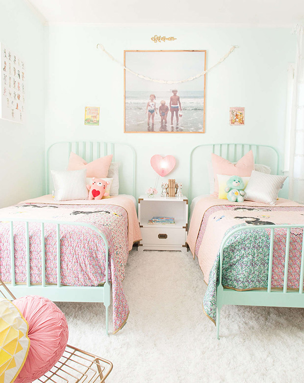 Two 39 s a crowd amazing solutions for a multi child bedroom for 5 year girl bedroom ideas
