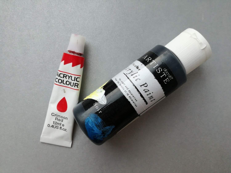 czerwona i czarna farbka akrylowa