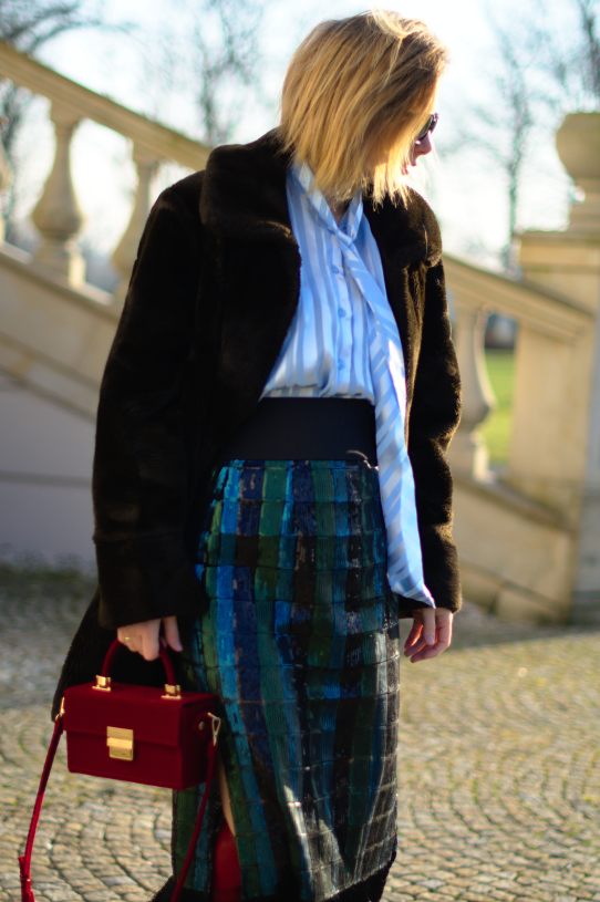 faux fur ; fake fur; red boots zara; skirt zara sequins; sztuczne futerko