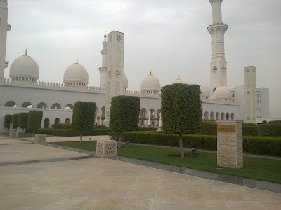 Shaikh Zayed Bin Sultan Al Nahyan Mosque the lawn area