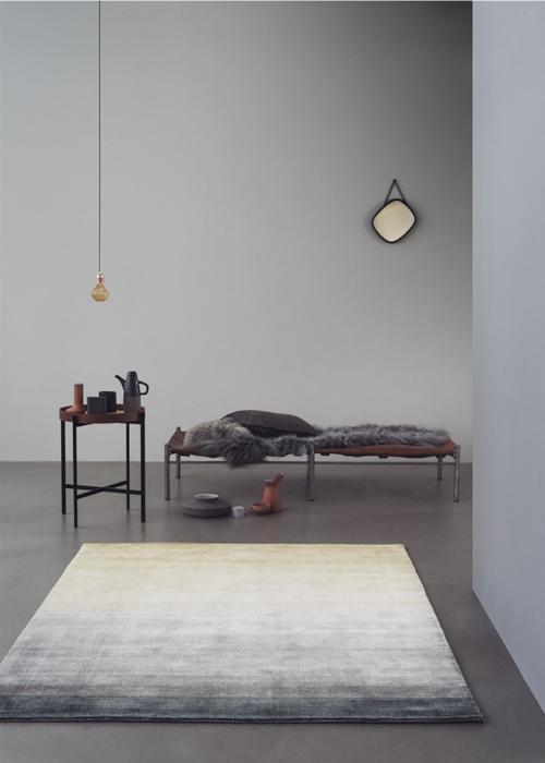 Lieber auf dem Teppich bleiben, als wie ein HB-Männchen in die Luft zu gehen. Das gelingt besonders gut mit einem schönen Kelim.