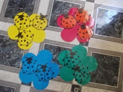 Игра на восприятие цветов - божьи коровки и цветочки.