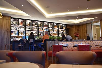 Intérieur Limbar hôtel Cheval Blanc (1er), blog Délices à Paris.
