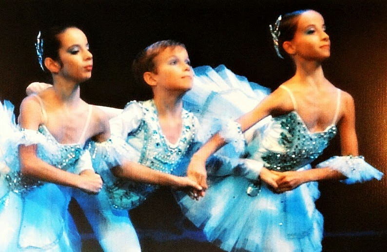 Meninos e meninas têm aulas separadamente na Escola do Teatro Bolshoi, em Joinville.