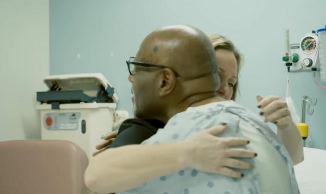 """Homem é curado milagrosamente e leva enfermeira a Cristo: """"Deus recebeu a glória"""""""