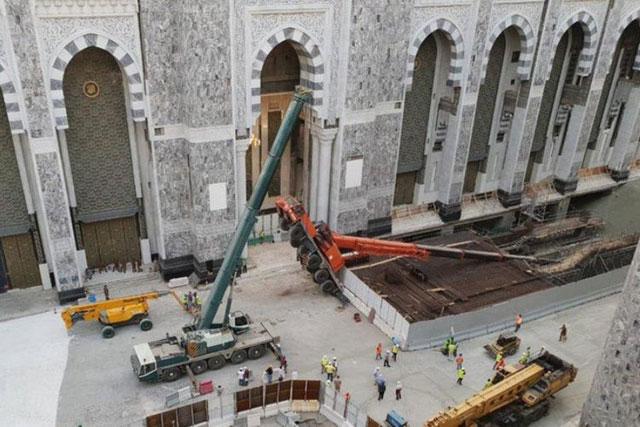 Robohnya Alat Berat Bangunan di Mekkah