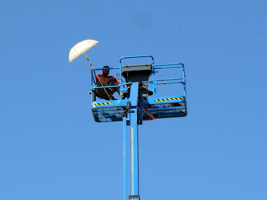 Parasol, basket, cherry picker, Livorno