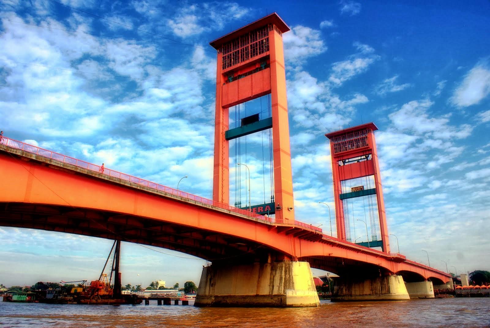 Jembatan Ampera Yang Serasi Dengan Sungai Musi  Indonesia