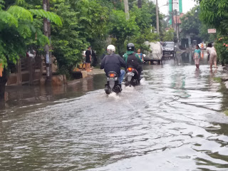 Diguyur Hujan 2 Jam Karawang Kota Banjir