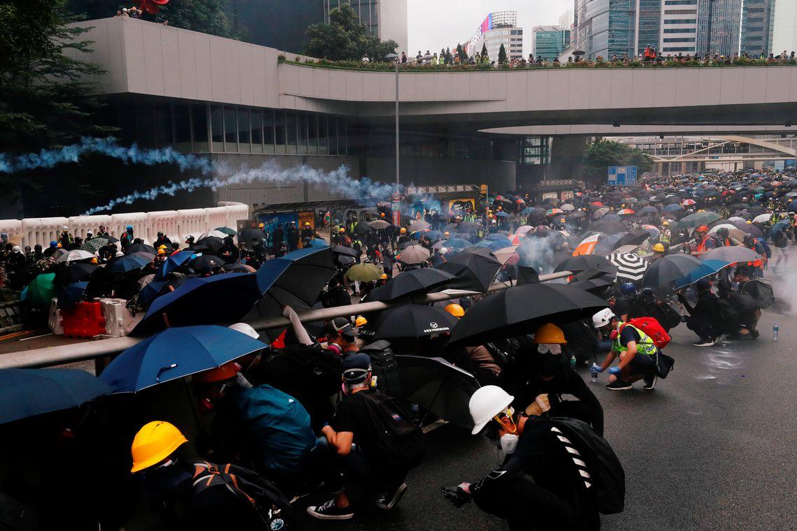 Protestos se intensificam em Hong Kong com prisão de ativistas