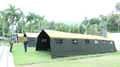 Pasca gempa bumi yang mengguncang di Kabupaten Majene dan Mamuju, TNI mendirikan kluster-kluster pengungsian