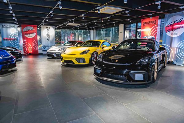 Stuttgart Porsche entrega segundo lote de 718 Spyder e Cayman GT4