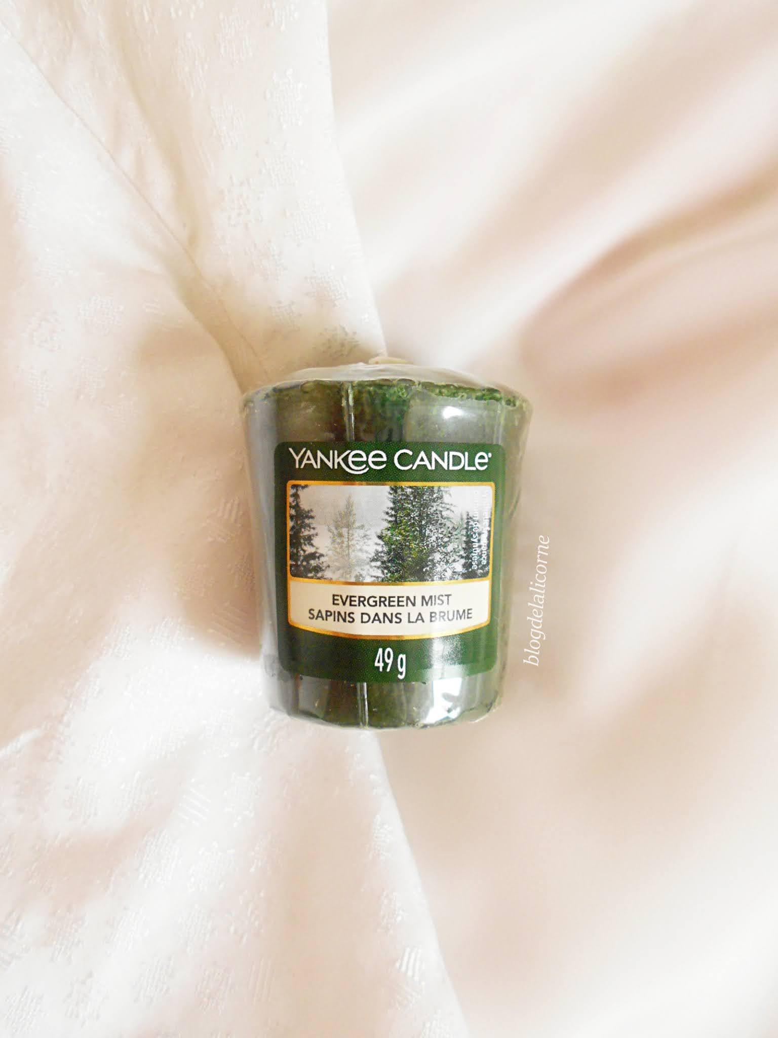 Yankee Candle vonné sviečky Evergreen Mist