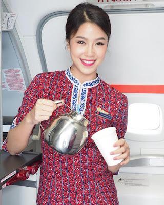 foto selife dan manis Pramugari  di atas pesawat