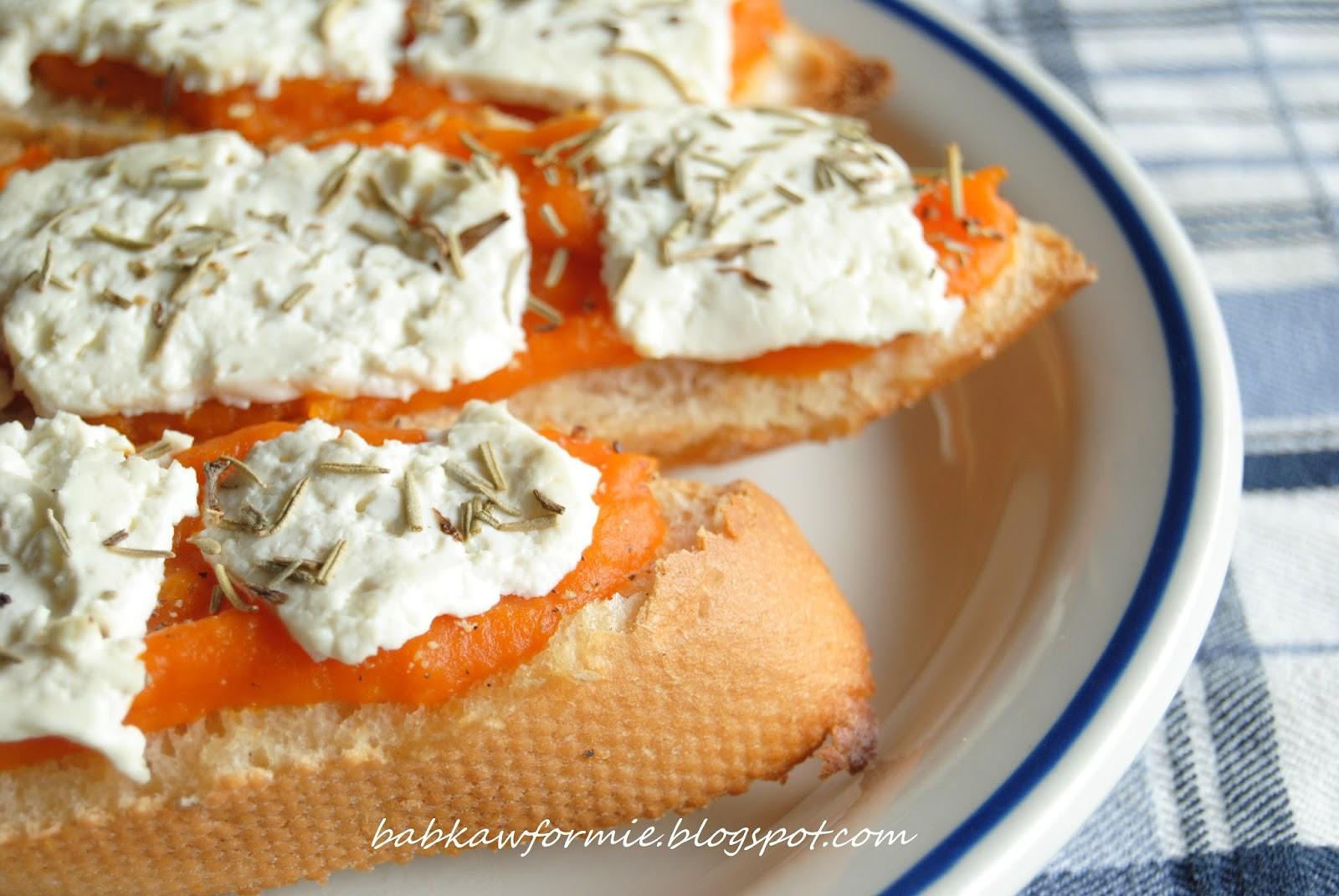 bruschetta z dynią, białym serem i rozmarynem przekąski i przystawki babkawformie.blogspot.com