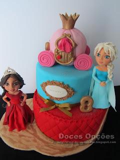 A Elena de Avalor e a Elsa de Frozen no 8º aniversário da Adriana