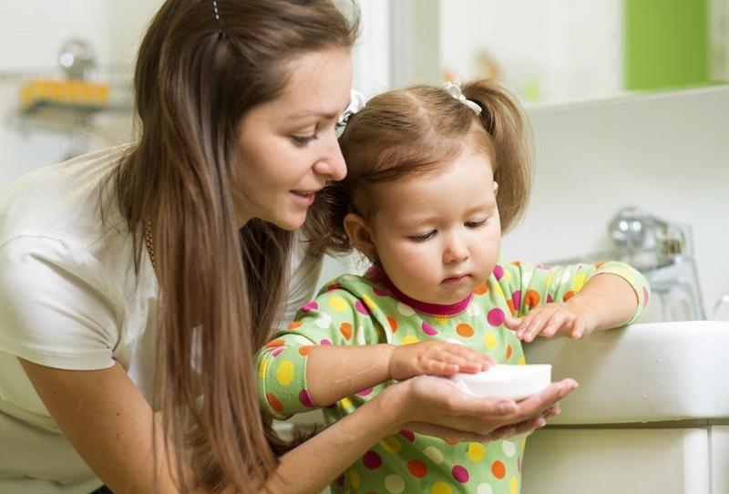 El yıkamayı öğretirken kullanabileceğiniz 6 strateji