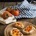 15 minuti in cucina: Crostoni con ricotta, cachi e 'nduja