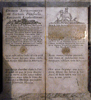 800px-Gnomon_obelix_inscription_at_Saint_Sulpice.jpg