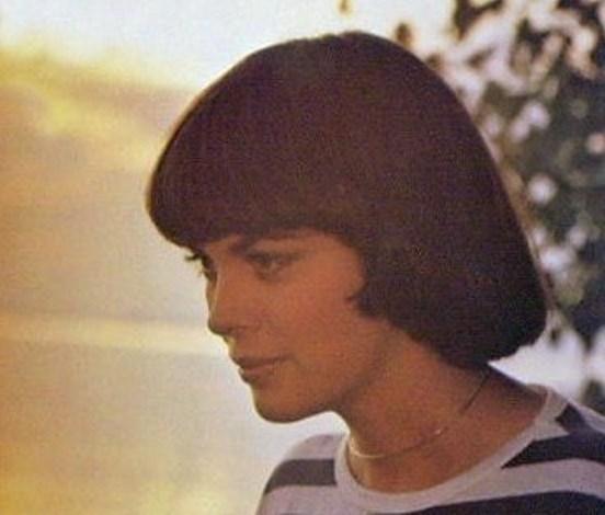 The Mireille Mathieu Haircut SARA SUE Daily Fashion