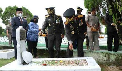 Kapolda Sumut Irjen Pol Panca Putra Ziarah ke Taman Makam Pahlawan Dalam Rangka HUT Provinsi Sumut