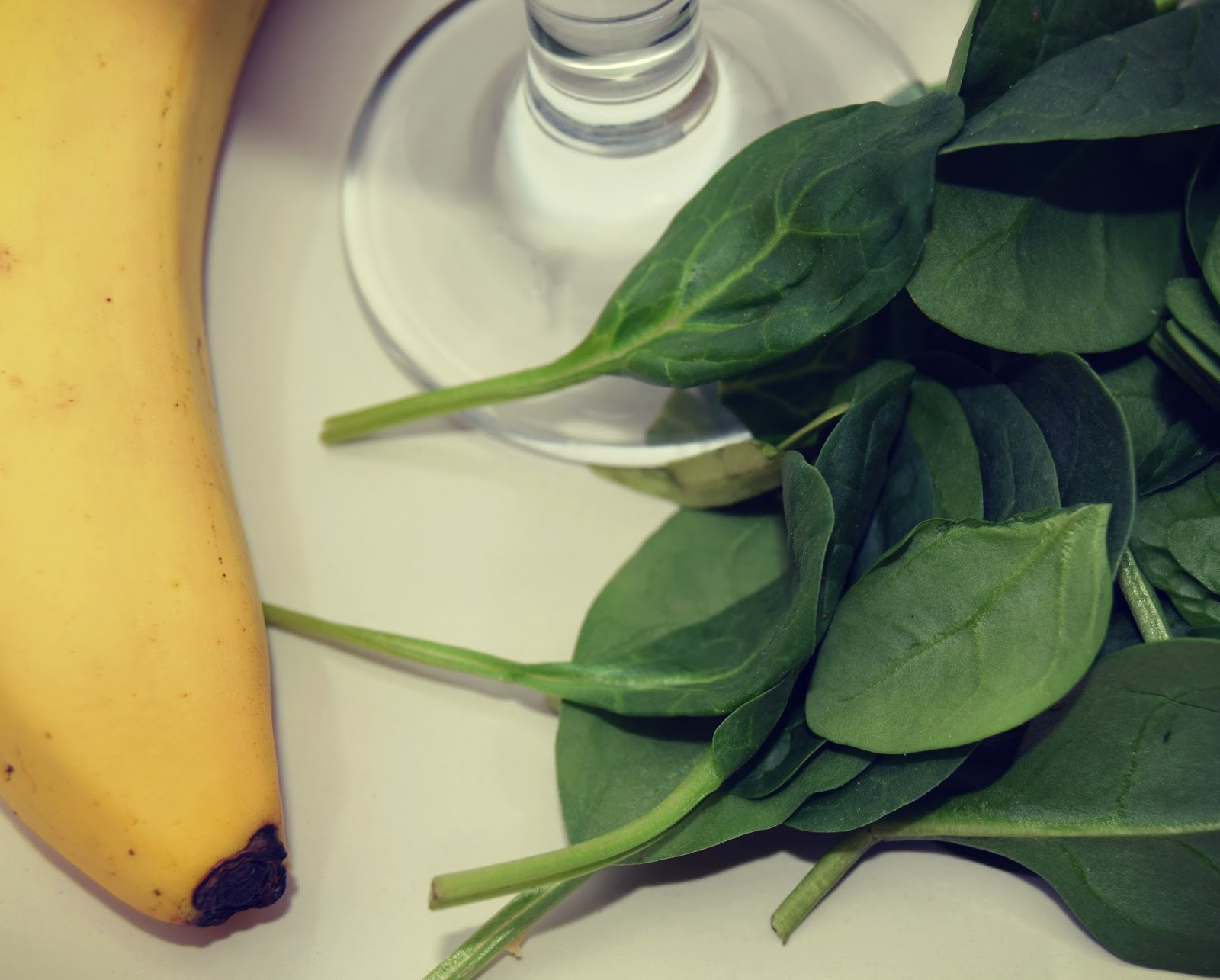 Spinach And Banana Smoothie: Creative Mondays Blog Hop