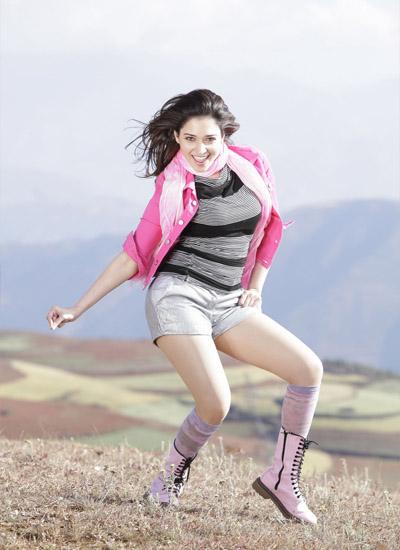 bolywood-actress-tamannaah-bhatia-legs