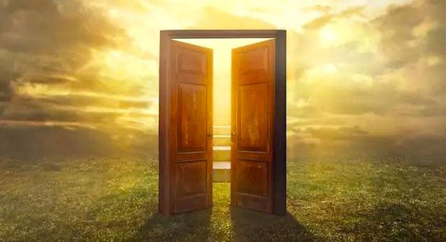 A veces, cuando una puerta se cierra se abre un universo entero