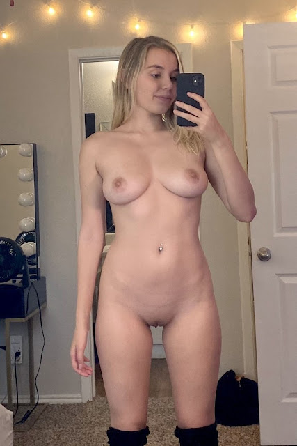 Nude selfie of a ravishing girl with a shapely hot figure.